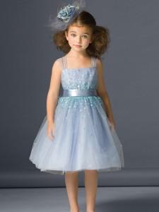 elegancka-sukienka-z-cekinami-dla-dziewczynki