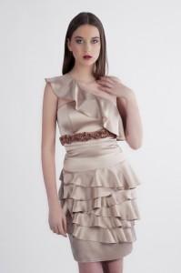 sukienka-koktajlowa-z-falbanami
